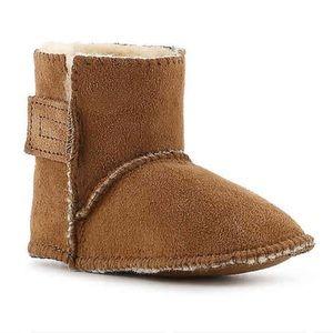 NEVER WORN Minnetonka infant pug boot - Size 1